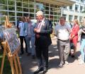 Министр образования Республики Беларусь Игорь Карпенко знакомится с с фотопроектом «Живая память»